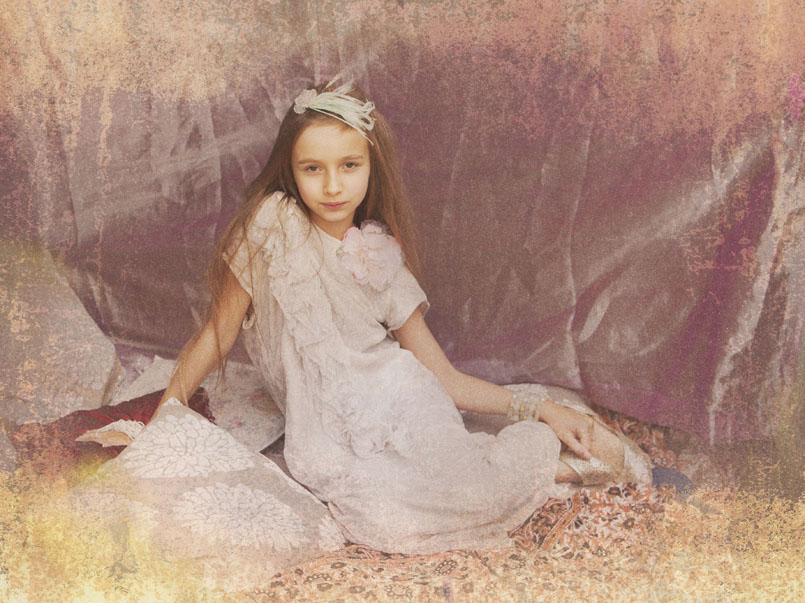 Vintage style portrait of girl at Cormac Byrne Photogrpahy, Dooradoyle, Limerick.